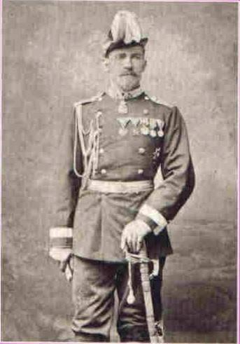 Мекајвер у српској коњичкој униформи