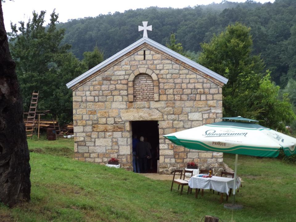 Обновљена црква из XV века посвећена Св. деспоту Стефану Лазаревићу у селу Бабе  (фото Горан Крчо)