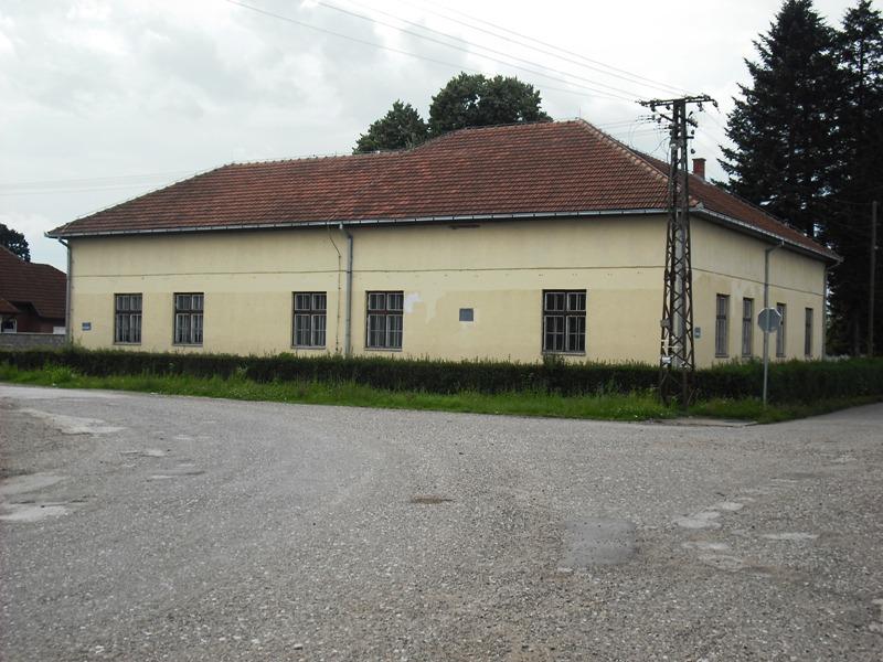 Школа у Стражи (фото: www.straza.net)