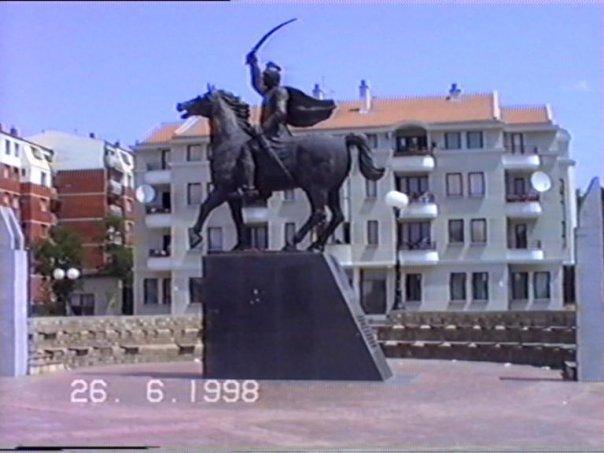 Споменик Милошу Обилићу, у центру Обилића, некада...
