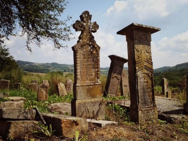 Гробље у селу Озрем. Фото Лазар Ковачевић (Политика)