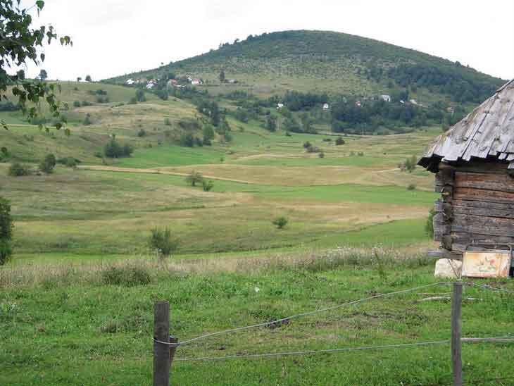 Матаруге - Љутићи (фото: http://pejzaziselopriroda.blogspot.com/)