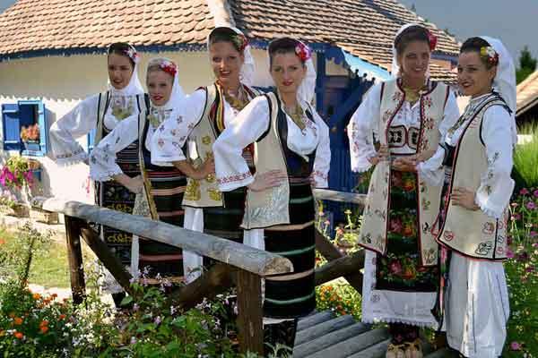 Srpska-ženska-narodna-nošnja,-Zlakusa