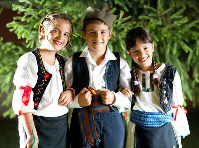 srpska-deca-u-narodnoj-nošnji