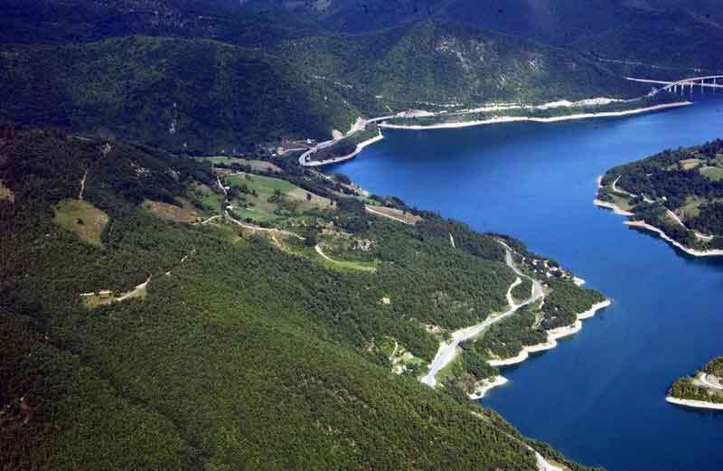 Језеро Газиводе,  вештачко језеро настало 1977. године преграђивањем реке Ибра у њеном горњем току